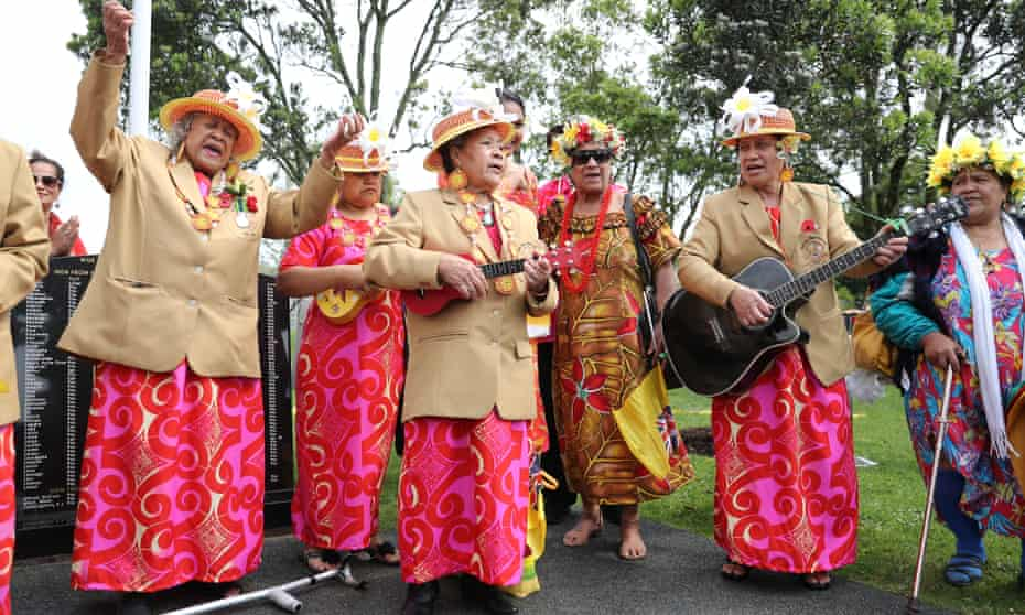 Members of the Niue Aotearoa community await royal couple's arrival