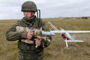 A serviceman carrying a Rex-1 anti-drone gun