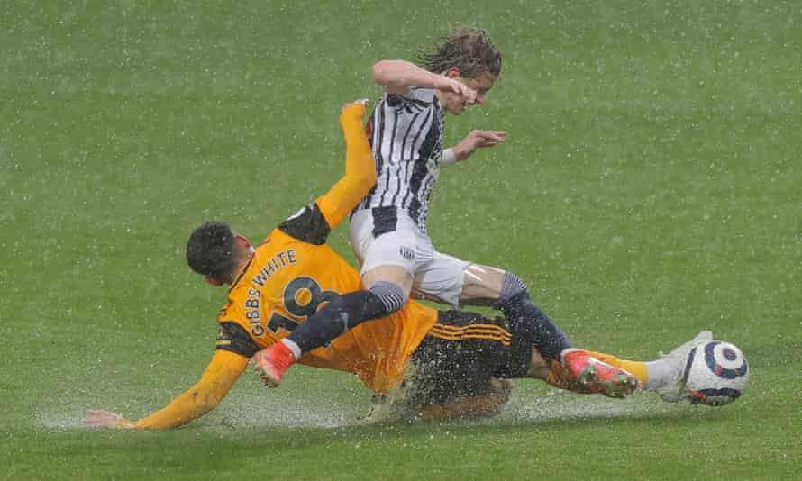 Morgan Gibbs-White and Conor Gallagher contend with one another and the worsening weather at The Hawthorns.