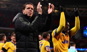 Juventus's Wojciech Szczesny (left) and Kwadwo Asamoah applaud the visiting crowd after their Champions League win over Tottenham at Wembley.