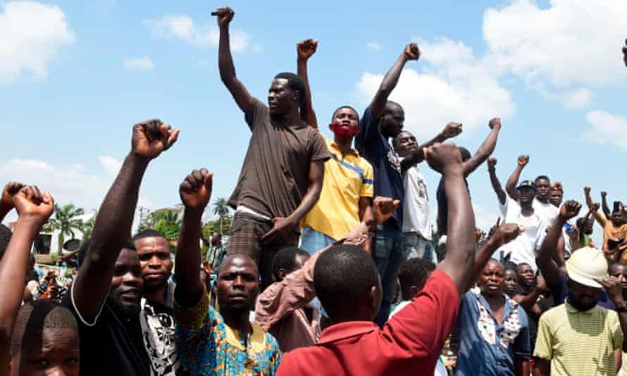 Protesters barricade the Lagos-Ibadan expressway in Magboro, Nigeria