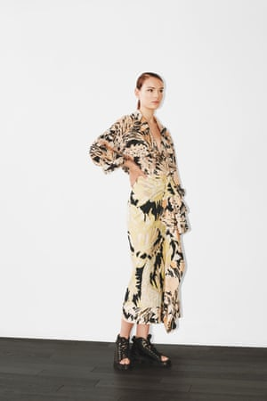 Silk scarf prints, asymmetric hemlines and draped detail… The flower print for spring is abstract