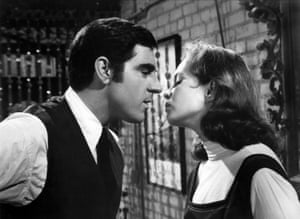 Anthony Newley and Sandy Dennis in Sweet November.