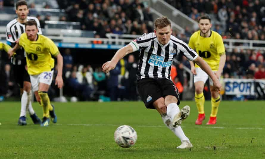 Matt Ritchie scores with a penalty for Newcastle against Blackburn.