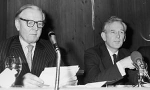 McWhirter (right) with Lord de L'Isle, chairman of the National Association for Freedom, at a press conference on 2 December 1975, a week after the murder of his brother Ross.