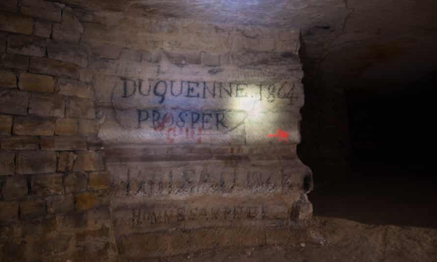 The names of the last two managers of the quarry written on the wall at the entrance.
