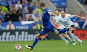 Jamie Vardy takes a penalty