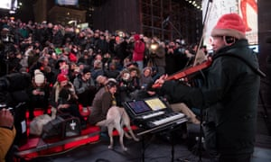 Laurie Anderson entertains New York's canine population.