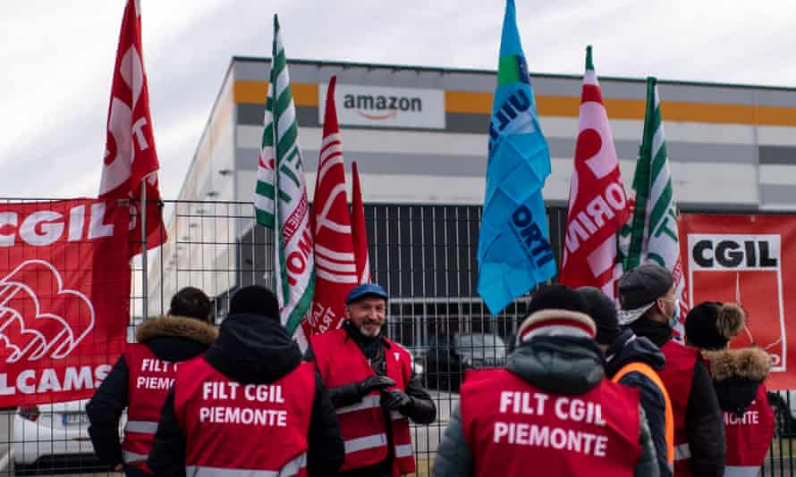 Amazon employees demonstrate in front of the company's premises in Brandizzo, near Turin.