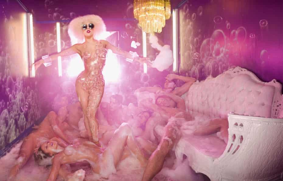 Lady Gaga Bursting Bubbles, 2009.