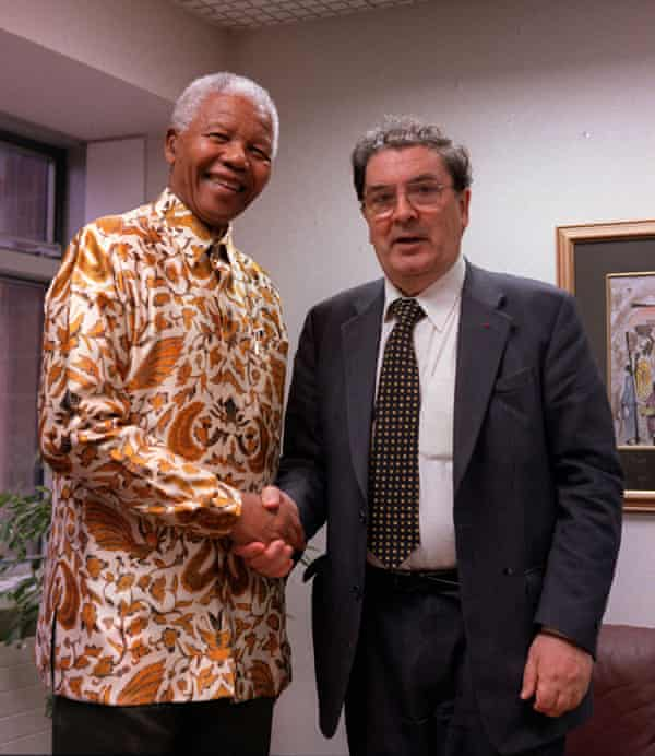 John Hume and Nelson Mandela in 2000.