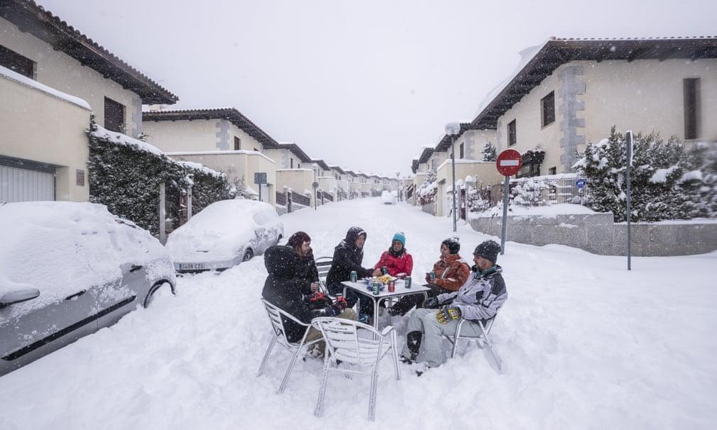 Страшный снегопад в Испании сегодня унес жизни нескольких человек. ВИДЕО 6