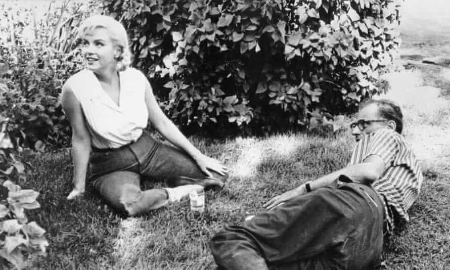 Marilyn Monroe in jeans with Arthur Miller