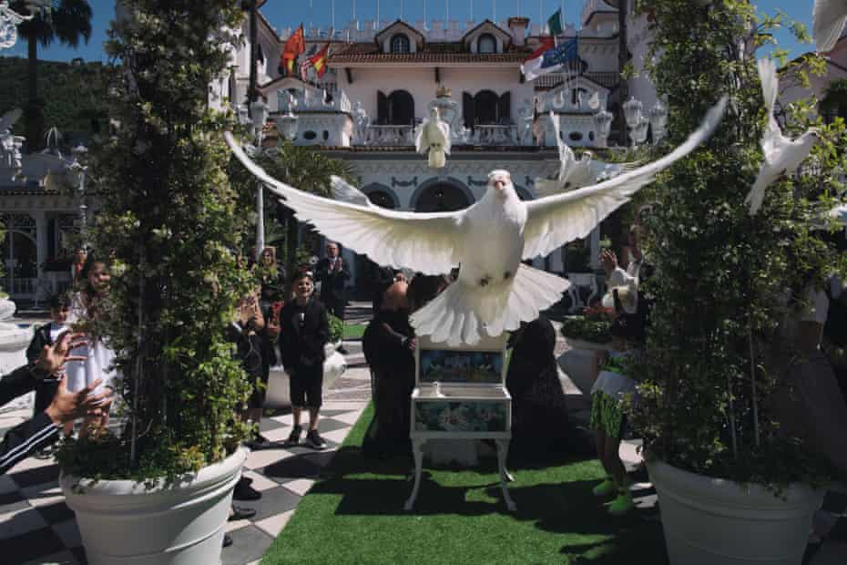 Doves are often released during the communion ceremonies to add to the spectacle