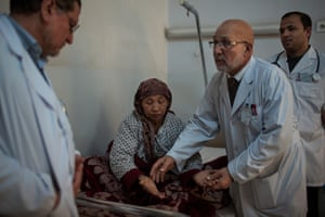 Alemi and his colleagues check on patients at the public hospital