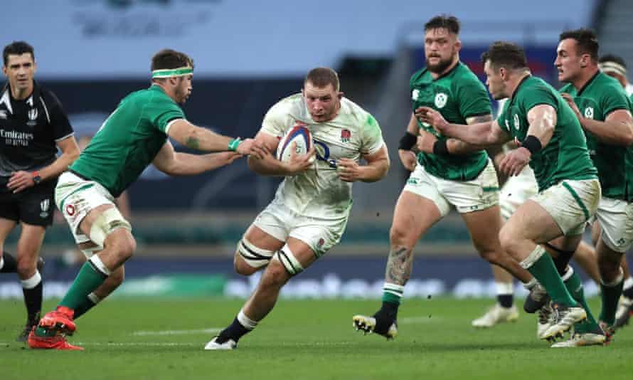 England's Sam Underhill runs at the Ireland defence