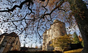 AUTUMN COLOURS AT THE 11TH CENTURY CHATEAU AND THE ARBORETUM OF HARCOURT, EURE