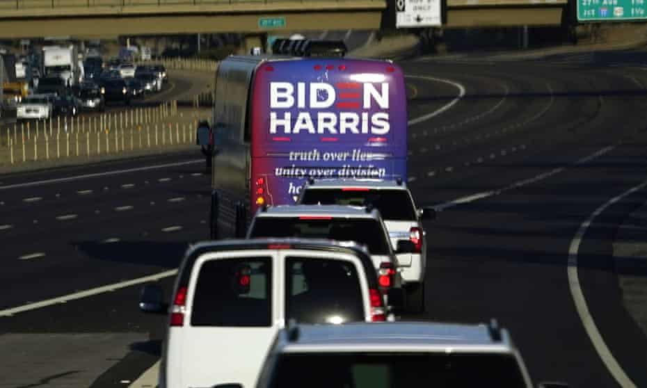 Both campaigns use buses to spread their message before the election