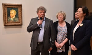 Sjraar van Heugten with Van Gogh's great-grandnieces Sylvia Cramer and Josien Van Gogh at the exhibition in Melbourne