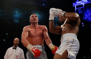 Joshua lands a massive uppercut that hurts the Klitschko, this time AJ follow up with a barrage of punches to finish the job.