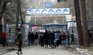 Migrants at Turkey's Pazarkule border crossing with Kastanies in Greece.