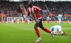 Sadio Mané starts to celebrate his hat-trick goal and his team's fourth during Southampton's 4-2 win against Manchester City