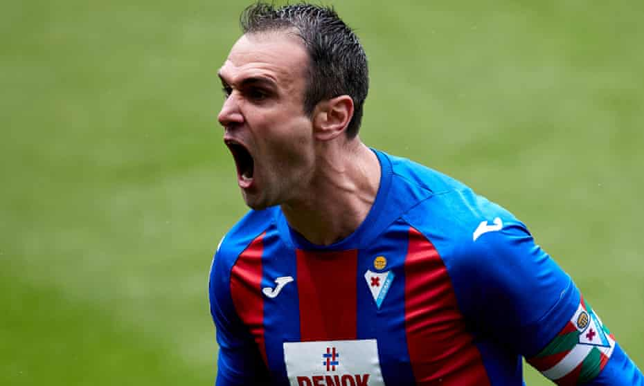 Kike García of roars in delight after scoring against Alavés