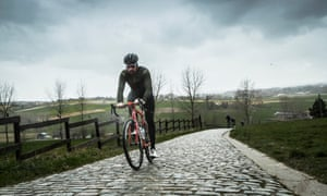 Sir Bradley Wiggins on the cobblestones Paterberg, the Tour of Flanders' ultimate climb.