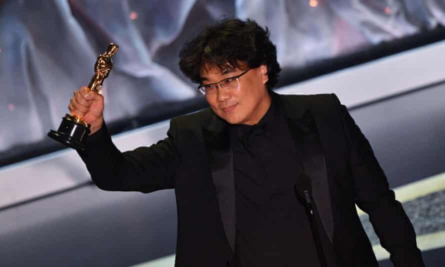Bong Jong-ho with his Oscar.