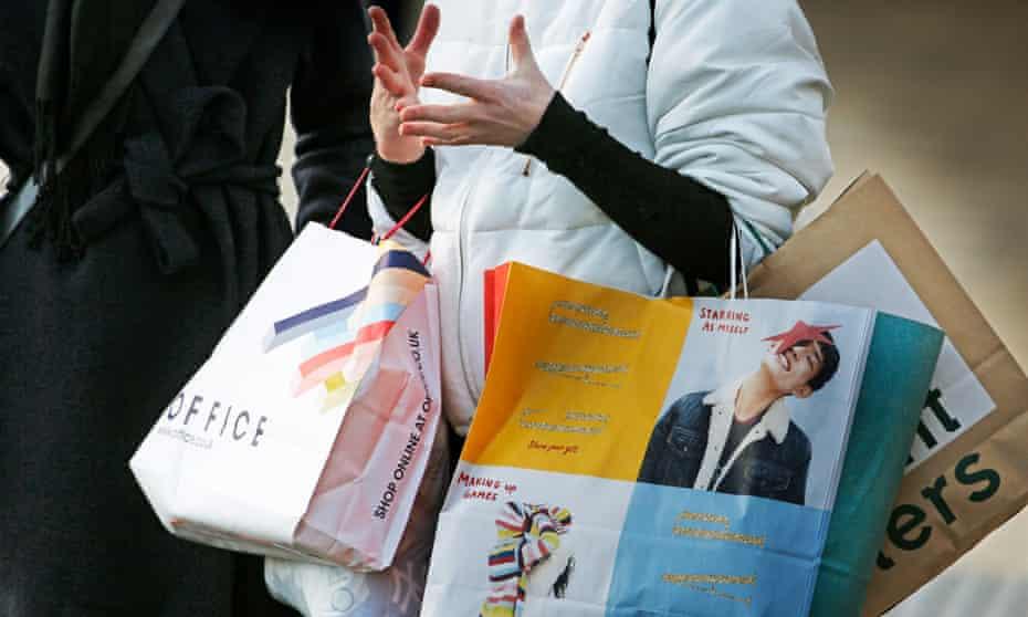 Shoppers in Edinburgh