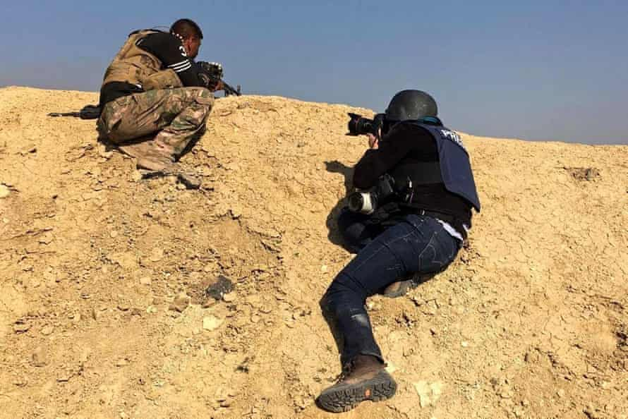 Zohra Bensemra photographs Iraqi security forces battling against Islamic State militants