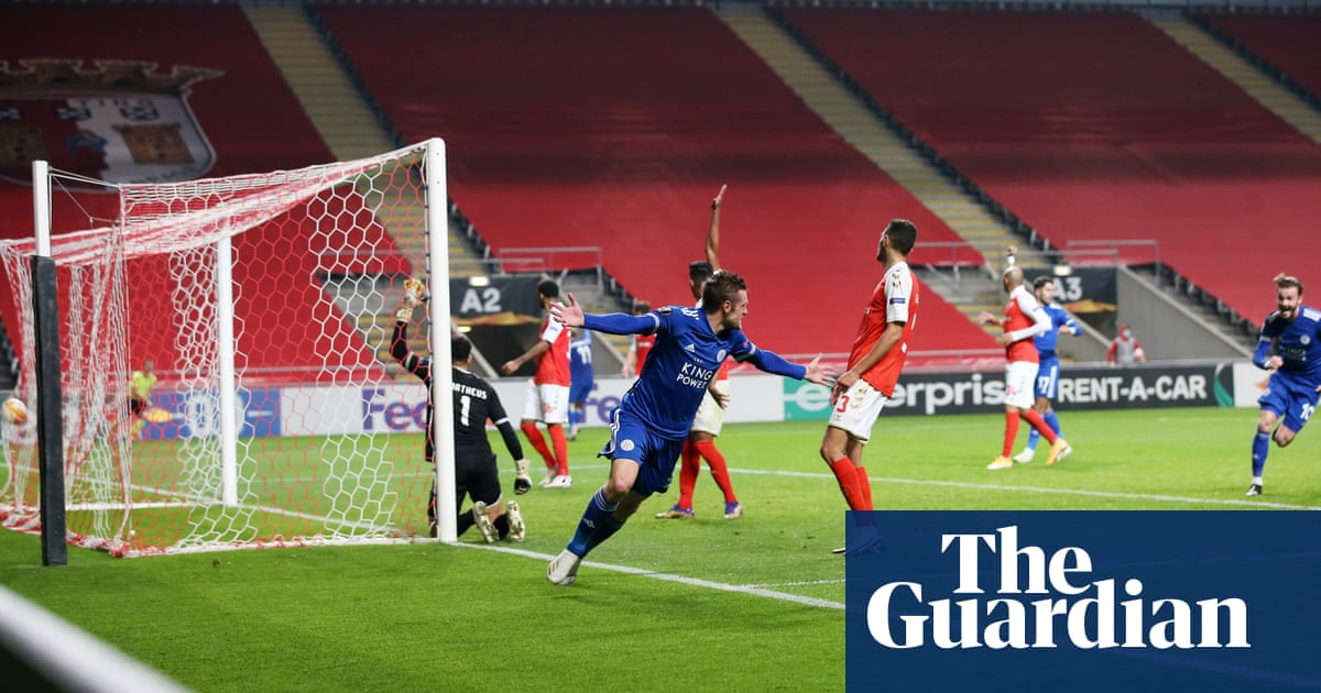 Jamie Vardy leaves it late at Braga to secure knockout place for Leicester