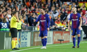 Lionel Messi remonstrates with the assistant referee