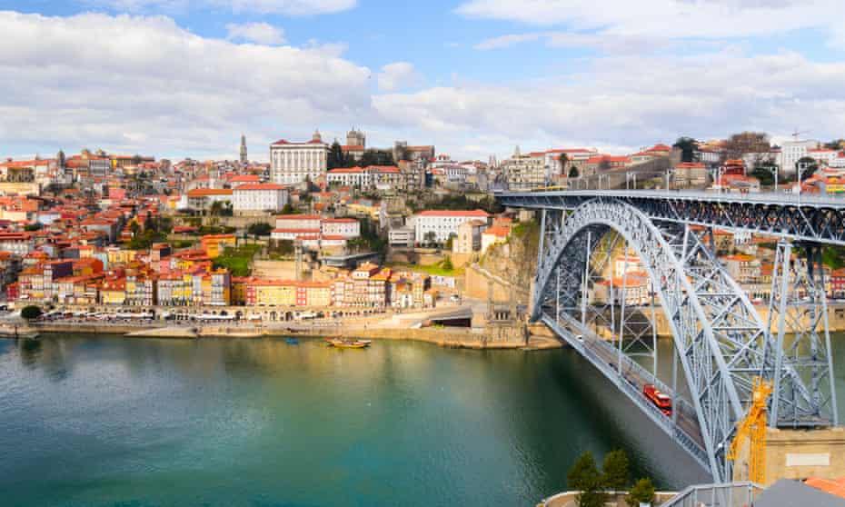 Dom Luis I bridge over the River Douro, Porto.