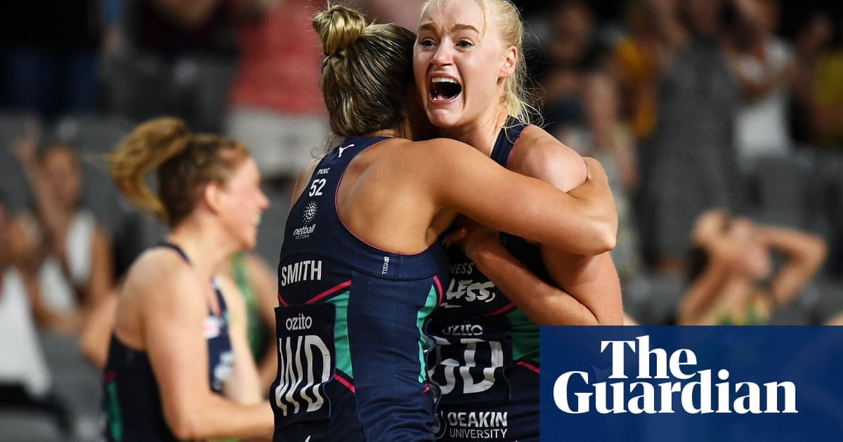 Vixens crowned Super Netball champions for first time after tight final against Fever