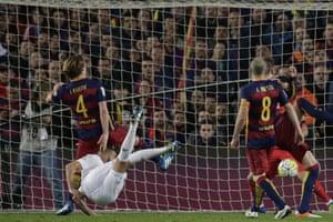 Karim Benzema scores the equaliser.