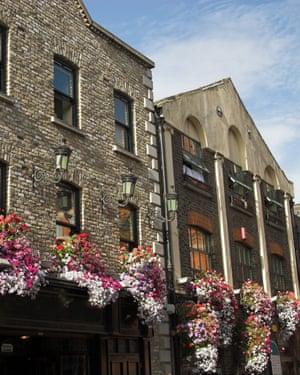 Temple bar pub DublinA pub in the famous Temple Bar area of Dublin.