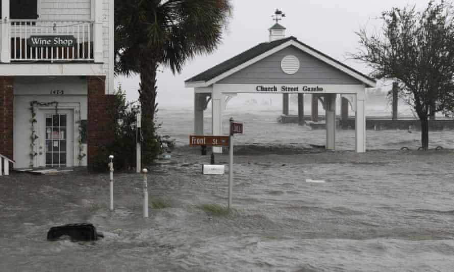 High winds and water batter Swansboro, North Carolina as Hurricane Florence hits.