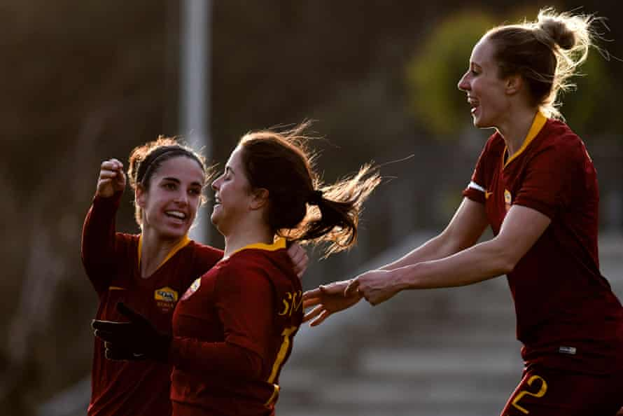 Emma Lipman joins the celebrations with her Roma teammates in their 2-1 win over Hellas Verona earlier this month.