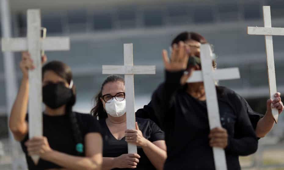 Demonstrators protest Jair Bolsonaro's handling of the coronavirus pandemic, in Brasilia, 8 October.