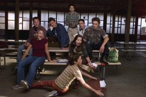 برخلاف بسیاری دیگر از نمایش های نوجوانان آن دوره ، Freaks و Geeks به ملودرام اعتماد ندارند