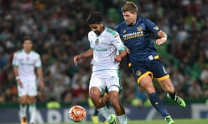 LA Galaxy's Steven Gerrard tries in vain to dispossess Diego de Buen of Santos Laguna.