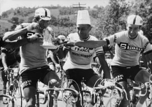 Pass the pasta … (from left) Vittorio Adorni, Jacques Anquetil and Felice Gimondi eating spaghetti on the go during the 1966 Giro.