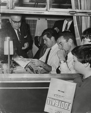 Peter Bonetti, Eddie McCreadie and Charles Pratt on the train to Leeds in 1967.