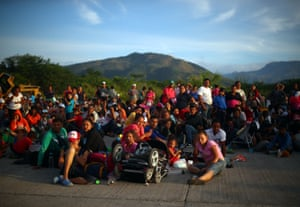 Migrants, travelling with a caravan of thousands from Central America en route to the United States, rest on the roadside as they make their way to Juchitan from Santiago Niltipec, Mexico, October 30, 2018.