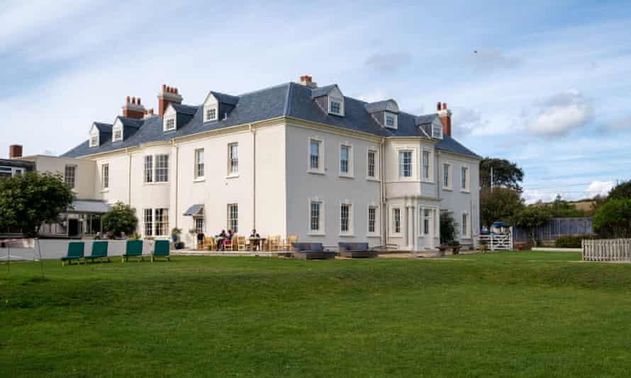 'Sream-coloured pile': Moonfleet Manor