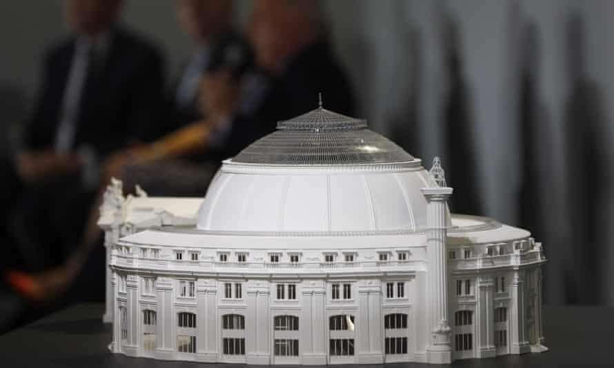 A model of the proposed future museum of the Pinault Foundation: the building will be restored, while a concrete cylinder is inserted in a classic arcaded rotunda by Japanese architect Tadao Ando