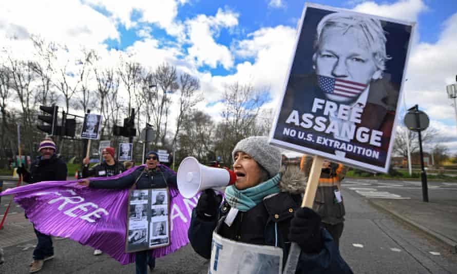 Julian Assange supporters