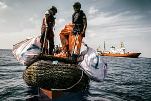 Tanguy Louppe and Ali Sayed Salem during an exercise in front of Aquarius