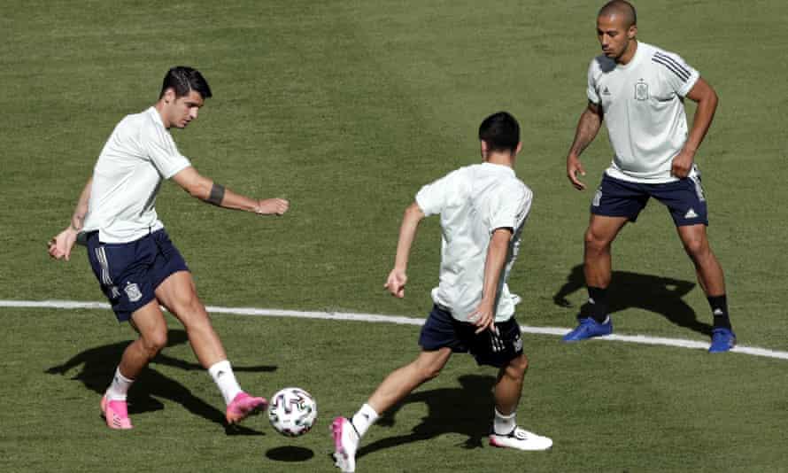 Thiago Alcântara (right) with Álvaro Morata (left) during a Spain training session in Seville
